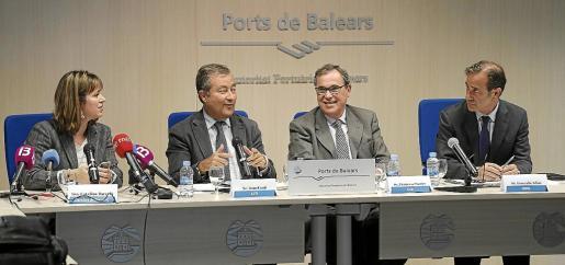 Catalina Barceló, Joan Gual, Francesc Sastre y Gonzalo Adán, en la presentación del informe.