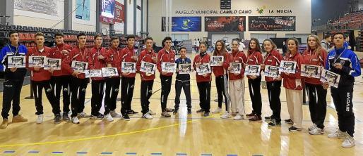 Imagen de los taekwondistas baleares que compitieron en la localidad alicantina de La Nucía, donde completaron una gran actuación.