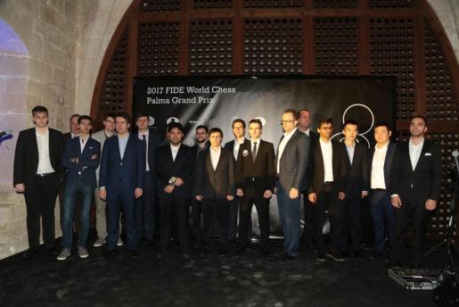 Los jugadores participantes en la última manga del Grand Prix 2017 posan en el Castell de Bellver.
