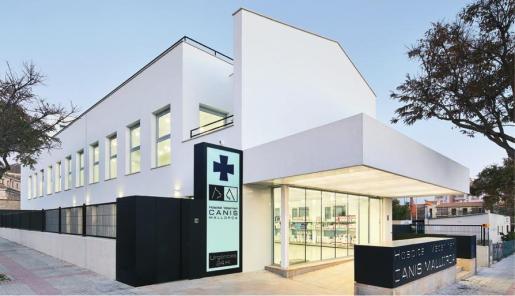 El Hospital Veterinario Canis dispone de tres plantas para ofrecer el mejor servicio para mascotas.