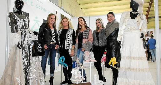Ángela Seguí, coordinadora de Adlib; Sonia Domínguez, representante del Consell d'Eivissa; las blogueras Natalia Aestene y Anita Moreno, y Carme Coll, presidenta del Comité de Seguimiento Adlib.