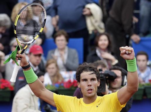 El manacorí Rafael Nadal celebra su victoria ante el croata Ivan Dodig en la semifinal del Torneo Conde de Godó.