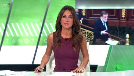 Imagen de Cristina Saavedra durante un informativo de La Sexta.