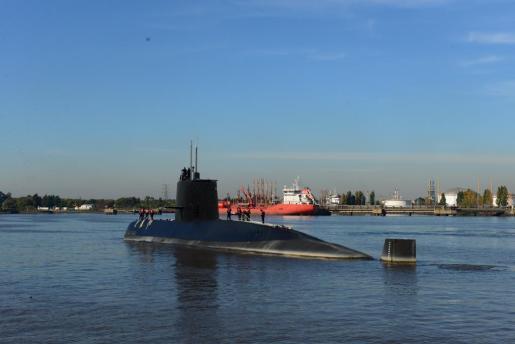 Aeronaves y buques de Argentina buscan un submarino de la Armada con 44 tripulantes a bordo-