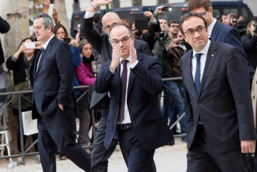 Los exmiembros del Govern Jordi Turull (centro) y Josep Rull (izquierda), a su llegada a la sede de la Audiencia Nacional.