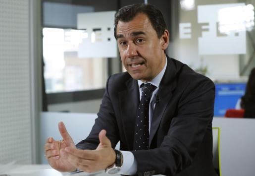 El dirigente popular ha utilizado su perfil en redes sociales para criticar a Puigdemont.