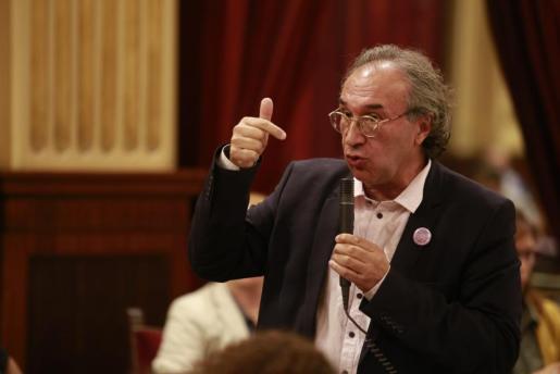 «En las Islas Baleares el problema no es el adoctrinamiento, tenemos problemas más importantes», ha considerado el conseller.