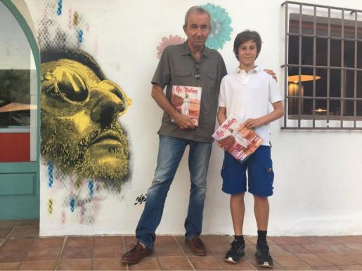 Gonzalo Calcedo, ganador de la primera edición por 'Tercero y octavo', junto al joven estudiante del instituto Balàfia de Sant Llorenç Kian Taber Köhler, vencedor del Premi de Relat Curt 'Juan Marí Juan'.