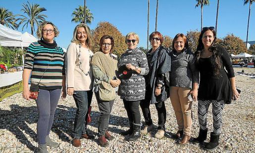 Antonia María Canals, Magdalena Grúa, Lourdes Terrasa, Margarita Riutort, Esperanza Oliver, Margarita Zanoguera y Ruth Lanis.