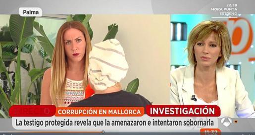 La testigo protegida número 31, de espaldas, en una entrevista en 'Espejo público', de Antena 3.