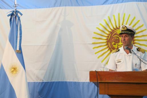El capitán de navío Enrique Balbi, portavoz de la fuerza naval, en declaraciones a los medios de comunicación en la sede la Armada, evitó pronunciarse sobre el estado en que pueden encontrarse los 44 tripulantes del submarino desaparecido.