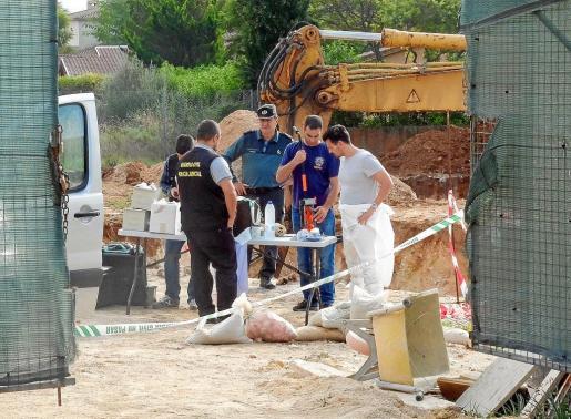Los Guardias Civiles que participaron en la búsqueda de más huesos, este viernes en Crestatx.