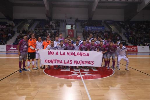 El Palma Futsal se volvió a vestir de rosa por una buena causa. Los jugadores del conjunto mallorquín se enfundaron la segunda equipación del equipo para dar apoyo al Día Internacional Contra la Violencia a la Mujer el día antes de la celebración de este día.