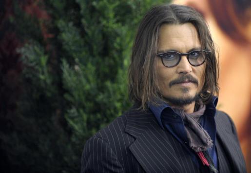 """El actor estadounidense Johnny Depp asisten al lanzamiento de su película, """"The Tourist"""", en el teatro Ziegfield de Nueva York."""