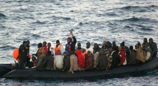 Imagen de un rescate en aguas del mar de Alborán en enero de 2017.
