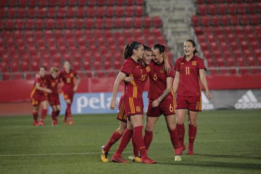 Las mallorquinas Virginia Torrecilla y Patricia Guijarro celebrando un gol con sus compañeras.