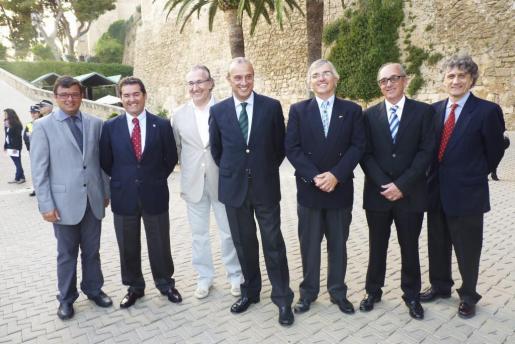Ferrán Muniesa, José Àngel Rodríguez -presidente de la Real Federación de Vela-; Alejandro Oliaga, Teófilo Domínguez, Gabriel Dolç, Juan Antonio Cardona y Antoni Munar.