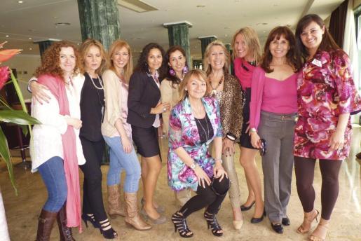 Doris Obermar, Ayse Ficicioglen, Fanny Pons, Dolores Ordoñez, Amada Salvá, Fran Mayans, Dora Luisa Alabert, Elena Merino, Carmen León y Marga Dodero.
