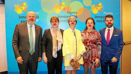 El president del Consell de Mallorca, Miquel Ensenyat; Marta Barrio, María José Suárez y Gema Palá, de Sonrisa Médica; y Javier de Juan, del IMAS.