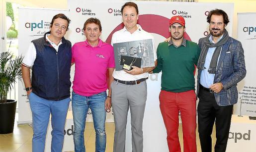 Ignacio Barrio, Antoni Jaime Roig, CEO de la empresa patrocinadora Urbia Services; Francisco Ferrer, ganador absoluto del torneo; Francisco José López, segundo clasificado, y Sebastián Escarrer, presidente de APD Baleares.