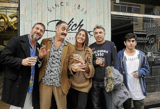 Sergio Tecglen y Néstor Casas, componentes del grupo Monkey Doo; Jasmin Juanpuga, Germán Perelló y Marc Ferrer.