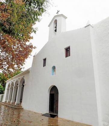 Imagen actual del exterior de la iglesia de la Mare de Déu de Jesús con su fachada completamente encalada.