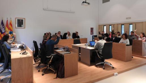 Votación por unanimidad en un pleno del Consell de Formentera.