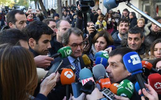 El expresidente de la Generalitat y presidente del PDeCAT ha acudido a los exteriores del Tribunal Supremo para mostrar su apoyo a los exconsellers encarcelados y a los Jordis.
