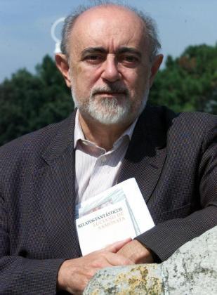 Fotografía de archivo (07/08/01) del escritor, filólogo y crítico Carlos García Gual.