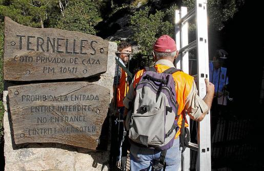 En 2009 una gran marcha reivindicó el paso público por el camino de Ternelles.