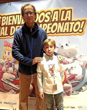 Adrián con el campeón mundial Alberto Coto.