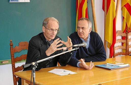 Stephanos Geroulanos, junto a Carles Amengual, durante su conferencia en Selva.