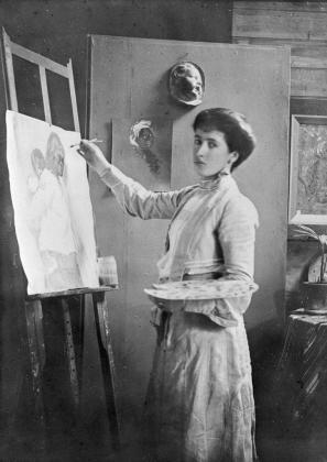 Imagen de archivo de Francesc Mary Hodgkins mientras realiza una pintura.