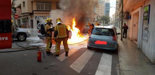 La policía investiga las causas del fuego.