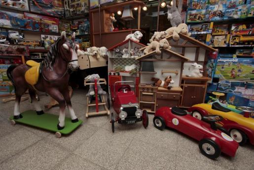 La CECU ha recomendado a los consumidores que realicen comparaciones de precios entre los juguetes y que traten de adelantar las compras para evitar posibles incrementos de precios en los últimos días.