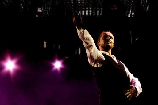 El cantante Miguel Bosé durante su actuación en Felanitx el agosto pasado.