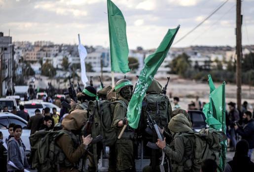 Milicianos palestinos de la Brigadas de Al Qassam, el brazo armado de Hamás, participan en una protesta en el norte de la Franja de Gaza.
