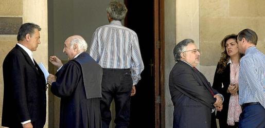 Hidalgo, Massot y Gibert –de espaldas–, en el primer juicio del 'caso Andratx', que se celebró en 2008.
