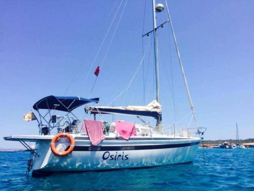 Raúl lleva diez años navegando, dos de ellos en aguas ibicencas, donde reside actualmente.