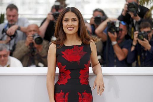 La actriz mexicana Salma Hayek posa durante el Festival de Cannes de 2015.