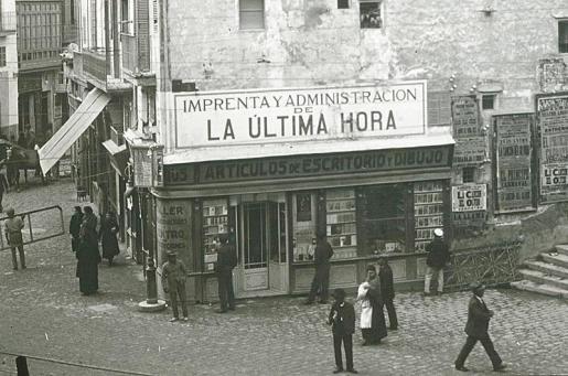 Oficinas de La Ultima Hora en Plaça de Cort, a principios del siglo XX.