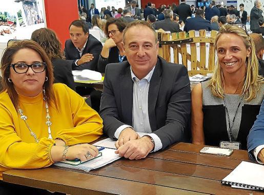 Mª José Aguiló, Gabriel Llobera y Maria Frontera, en la pasada feria turística de Londres.