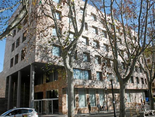 Sede de la Tesorería General de la Seguridad Social en la Rambla.
