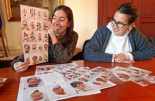La concejala Laura Celià (d) y la artista Aina Crespí, que ha fotografiado las piezas.