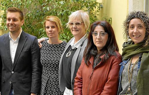 Andreu Villalonga, Mari Pau Ruiz, Magdalena Moyà, Pepa Ramis y Aurora Mateu.