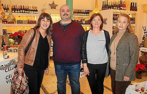 Carme Castells, Xavier Borrás, Marga Amat y Carlota Oliva.