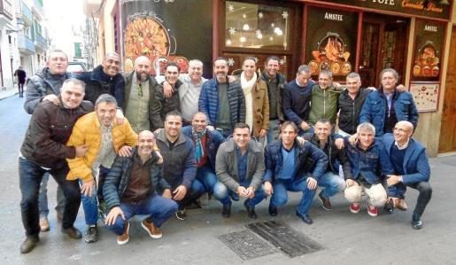 Imagen del grupo de exjugadores del Real Mallorca que almorzó en un céntrico restaurante de Ciutat.