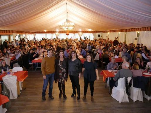 Más de 700 militantes y simpatizantes participan en la cena de Navidad de los Socialistas de Mallorca.