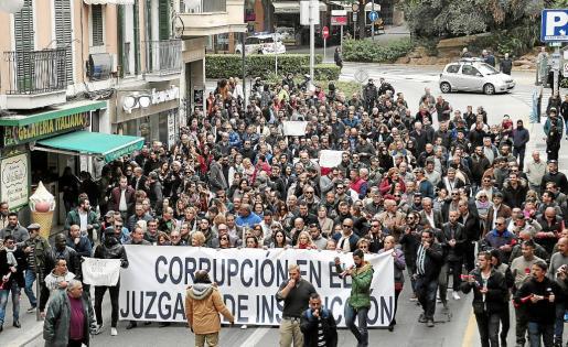 Más de 200 personas pidieron la inhabilitación de Penalva y Subirán en la primera manifestación del autodenominado Movimiento 27N.
