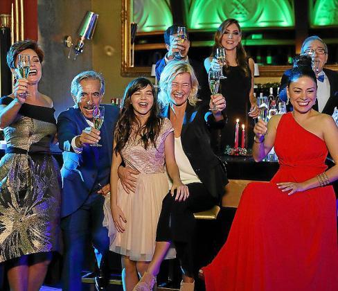 El reparto de 'Cuéntame' también participa en el nuevo 'Telepasión'.